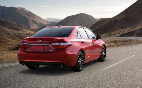 2018-toyota-camry-hybrid-review-and-driver-canada