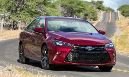 Toyota Camry XLE Hybrid Review