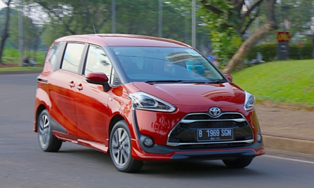 2017 Toyota Sienta Review Singapore