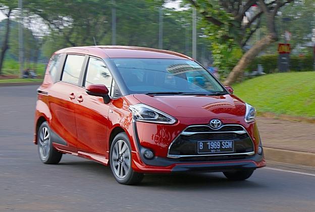 2017 Toyota Sienta Review Singapore