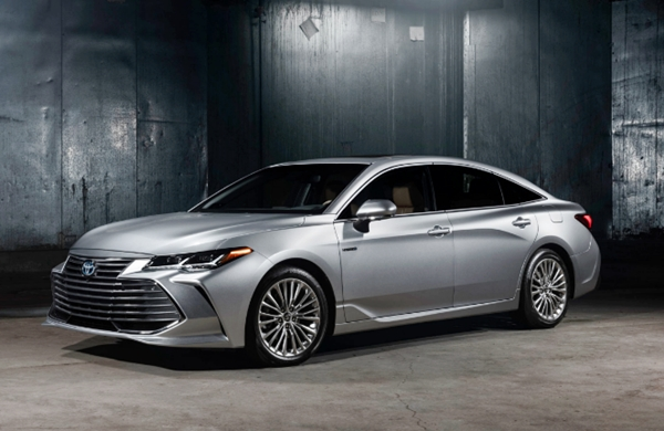 2019 Toyota Avalon Limited Hybrid Review