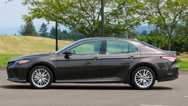 2019 Toyota Camry Hybrid Review Canada