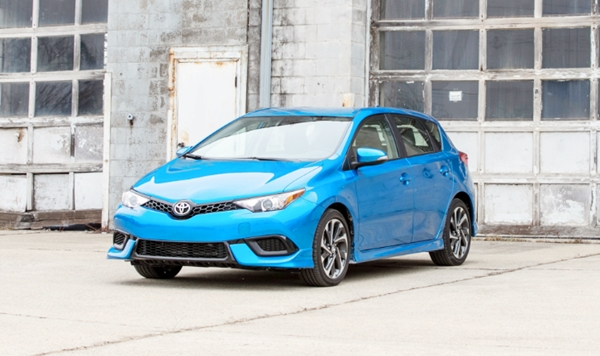 2019 Toyota Corolla XSE 6-Speed Review