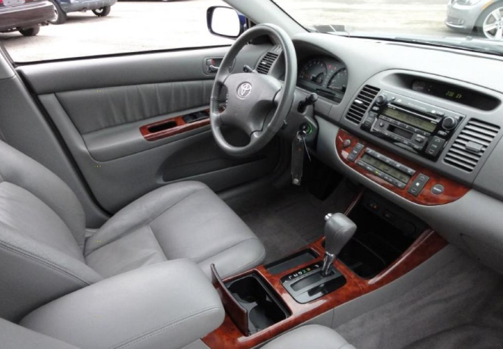 2002 Toyota Camry XLE V6 Review and Price