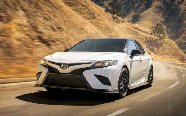 2020 Toyota Camry AWD Review