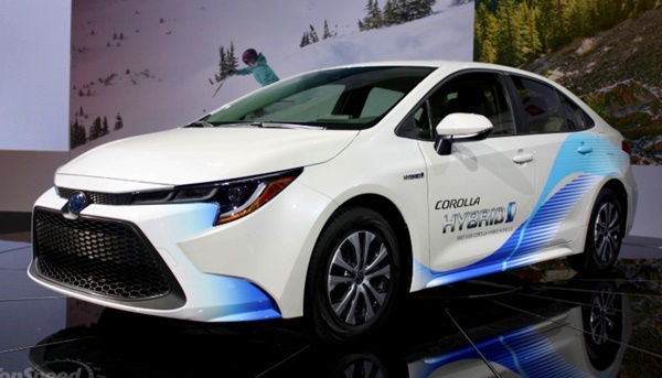 2020 Toyota Camry Hybrid MPG Canada Review